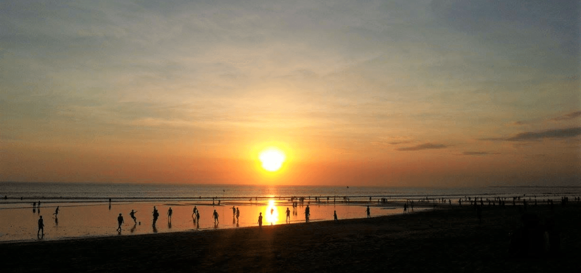 beach-sunset-while-backpacking-in-south-east-asia